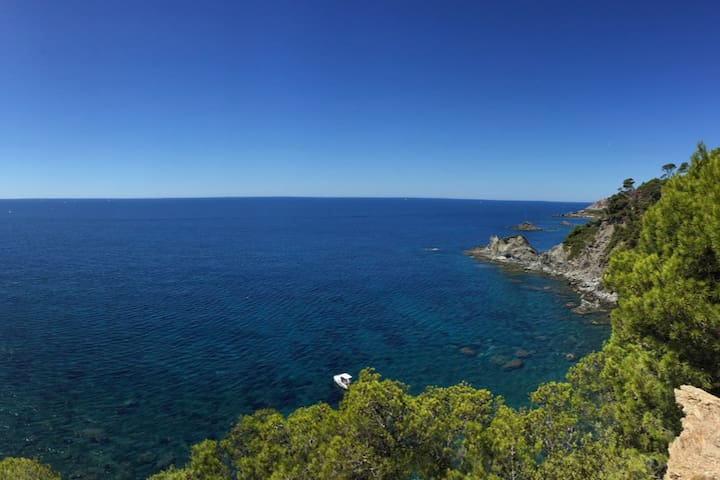 Villa dans clos privatif à 100 m de la mer, calme - Six-Fours-les-Plages - Casa