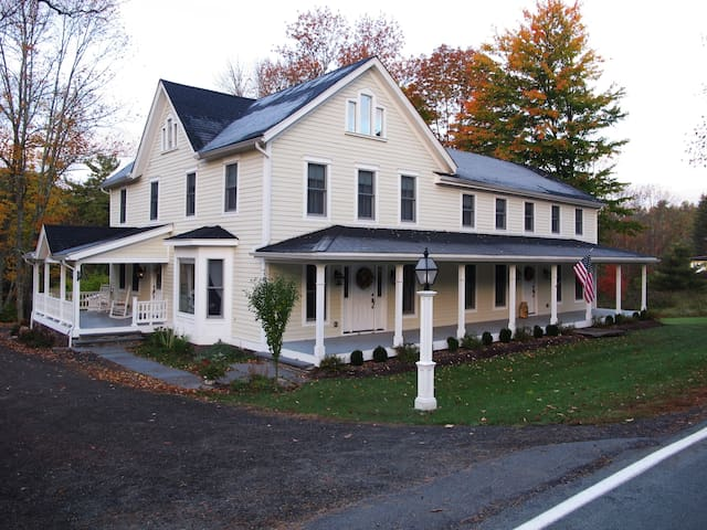 The Wagar Farm at Hanging Rock - The Eck Suite - Ellenville - Pension