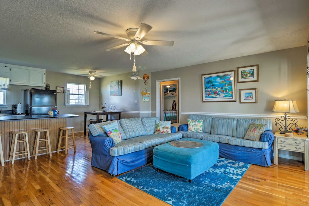 You're sure to love the breezy interior with ocean-themed decor.