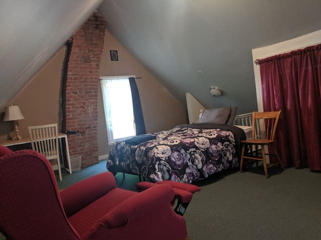 Attic bedroom in South Wedge!