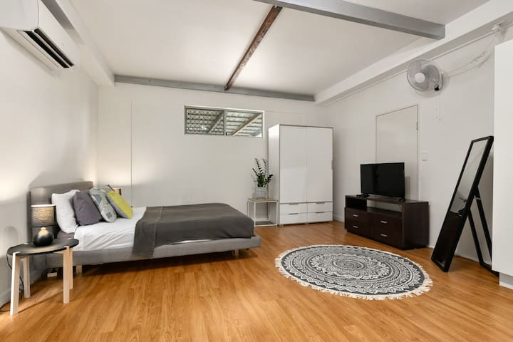 Snazzy Studio Unit B Close to the City!