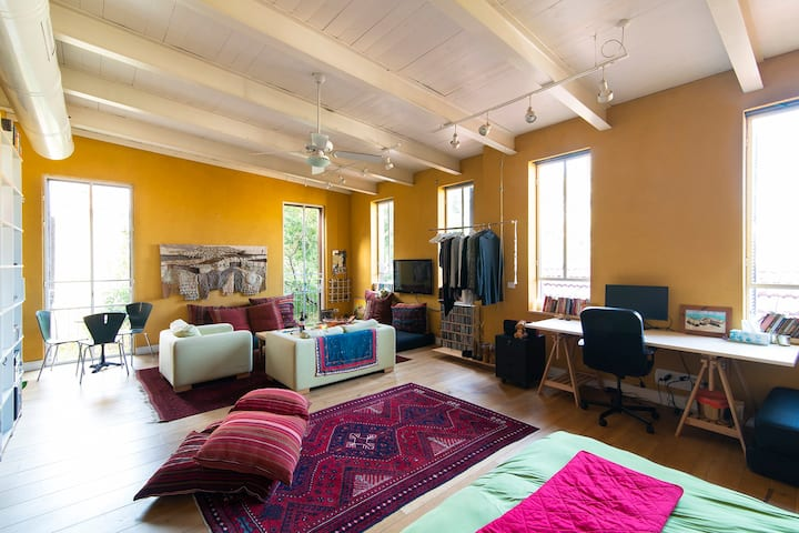 Magical bright renovated loft in Jaffa.