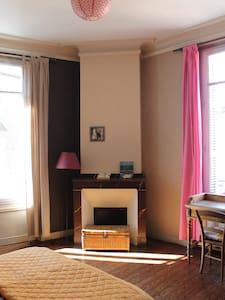 Belle chambre spacieuse dans appartement ancien - Montauban - Apartamento