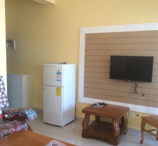精装修  交通便利   室内配有电视 冰箱 洗衣机 空调 热水器等 可以拎包入住 - Deyang Shi - Haus