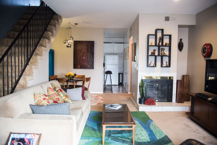 2 Bdrm Condo in the Heart of Hollywood/Pantages