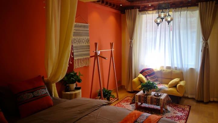 老城区黄金地段新藏式民族风二居一厅