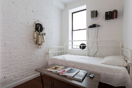 White Brick Bedroom with Projector - New York - Apartment