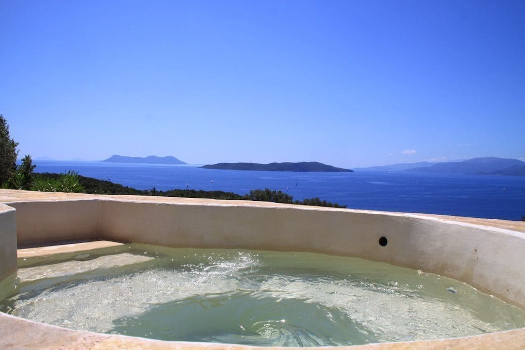 Relaxing jacuzzi with exceptional view of the surrounding islands