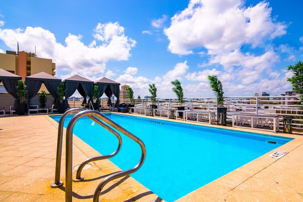 Ocean Dr Beachfront Condo Balcony Rooftop Pool Condominiums For Rent In Miami Beach