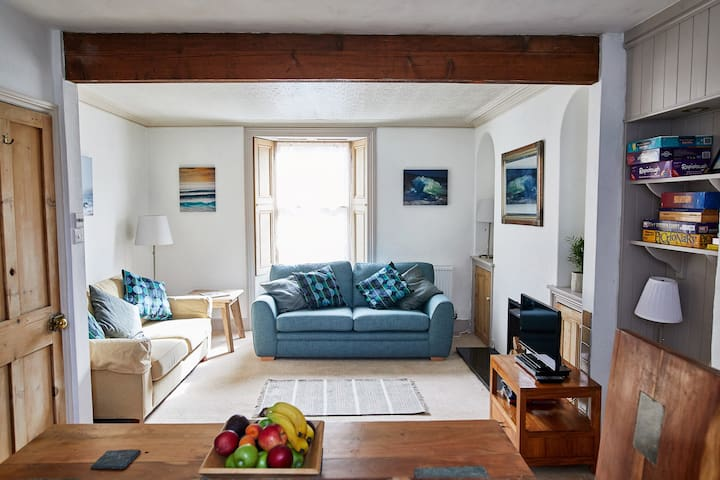 Light and spacious house full of Cornish charm
