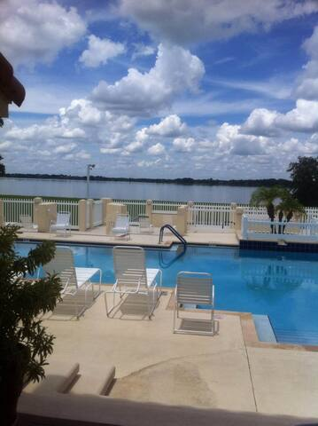 Peaceful Winter Haven Condo (1 month Minimum stay)