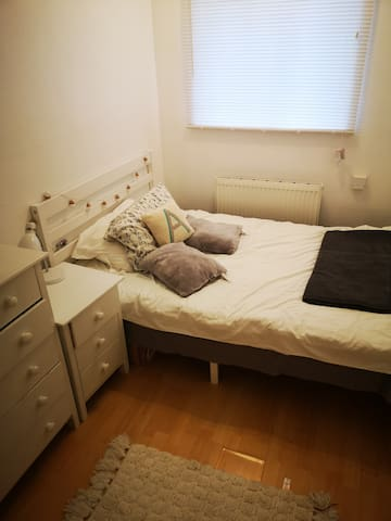 Spacious Double Bedroom. Great location.