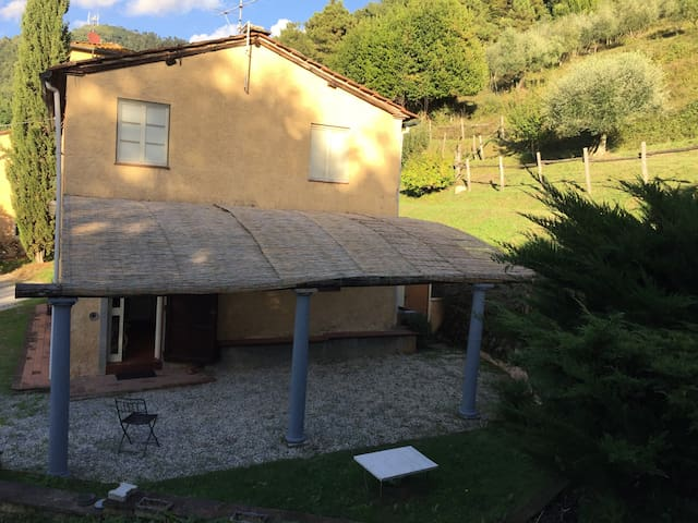 Casa in collina a Lucca - Bolognana - บ้าน