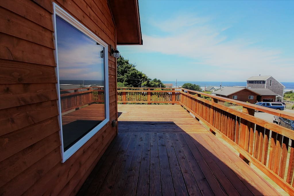 The deck offers views of the beautiful Pacific Ocean