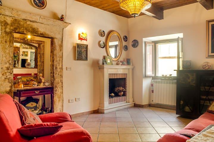 Casa Centro Storico Tagliacozzo - タリアコッツォ - アパート