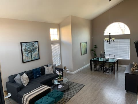 Huge Beautiful Remodeled Home in Heart of Vegas!