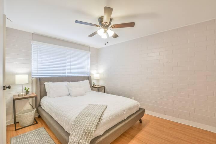 Bedroom 2. Queen size bed.