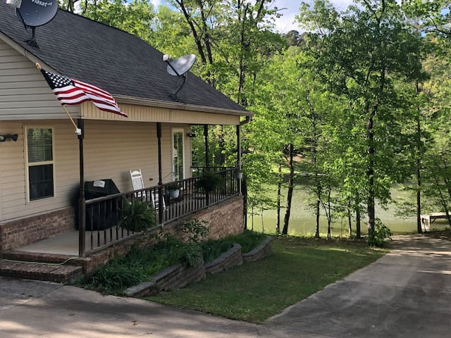 Royal Cottage on Lake Hamilton with Boat Ramp WIFI