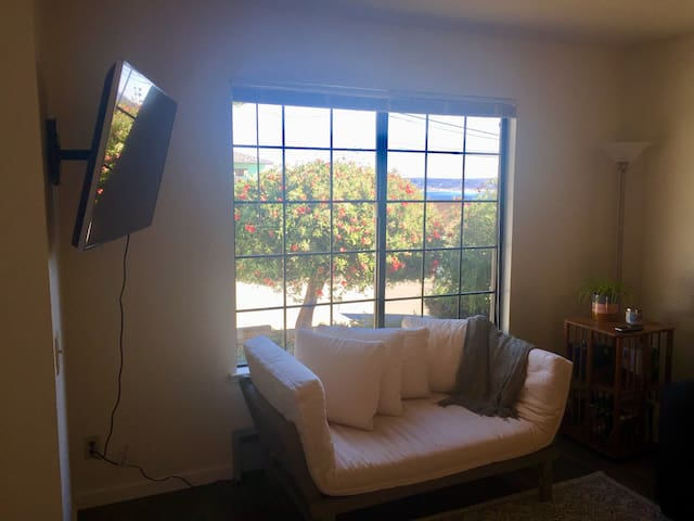 Sunny Bayview Home with Sauna—Walk to Cannery Row