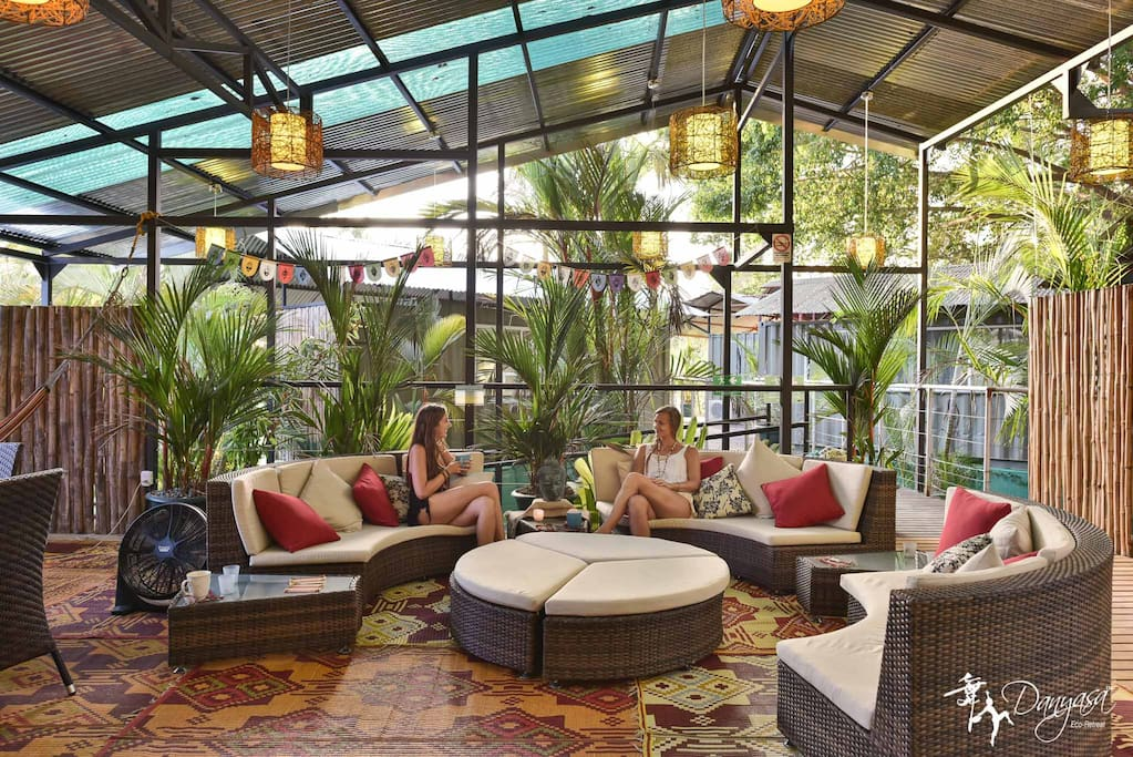 Communal lounge area for relaxing, hanging out, and watching the birds and the