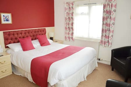 Hensleigh House - B&B - 2 Bedroom Suite (2) - Charmouth