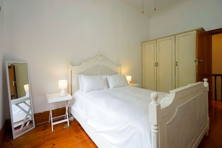 Cosy Room in Leafy, Central Suburb - Berea - Dom