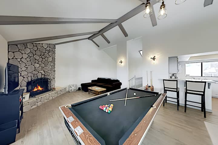 Dual-Suite Gem with Pool Table | Walk to Slopes