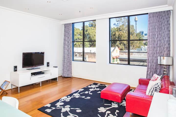 Gorgeous Light Filled Apartment with View of CBD