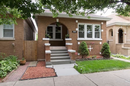 Clean single family private home in Chicago !