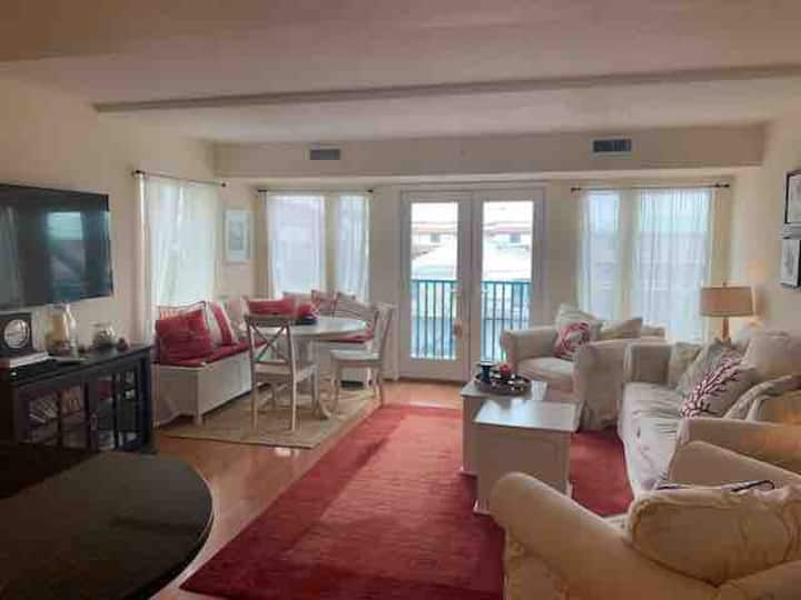 Perfect Location in Dewey Beach!