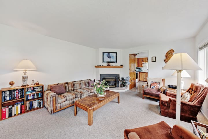 Classic home w/ fireplace & deck - 1/2 mile to beach, close to town!