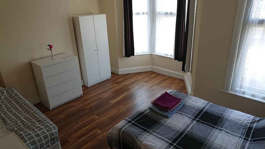 #4 King size room for 3 or 4 person