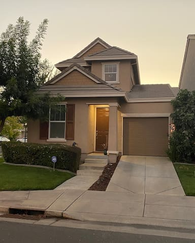 Artistic home (whole place) in Sacramento..