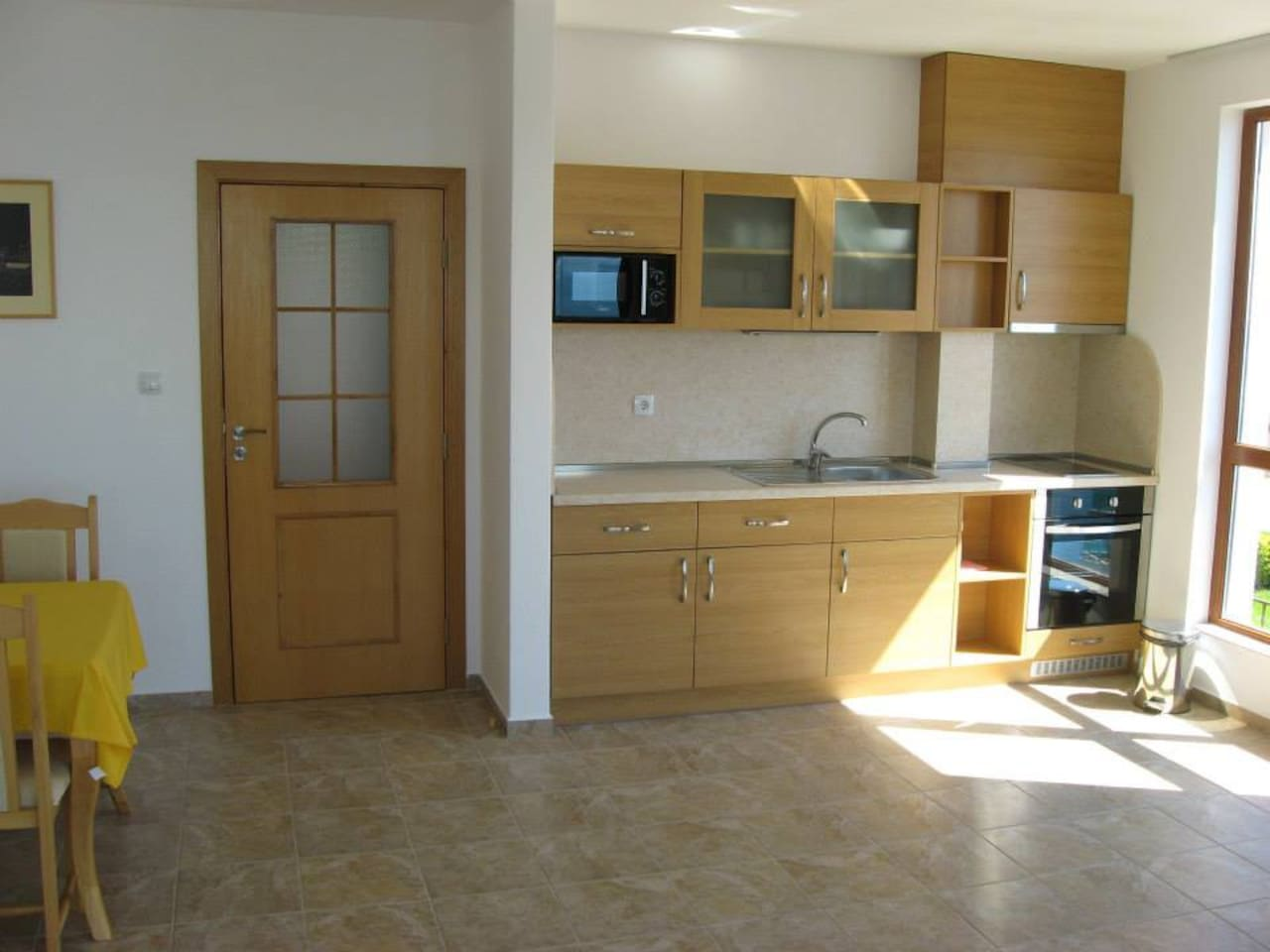 Living room with sea views, a kitchenette and a sofa bed. Kitchen equipped with refrigerator, oven, ceramic cooker, microwave oven and utensils