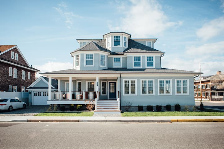 Three stories, five bedrooms, and sleeps 11+. This Bay Head beach home makes the perfect summer getaway for you and your family.