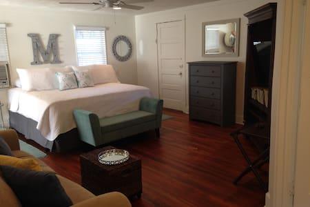 Live Oak Studio Apartment - New Smyrna Beach