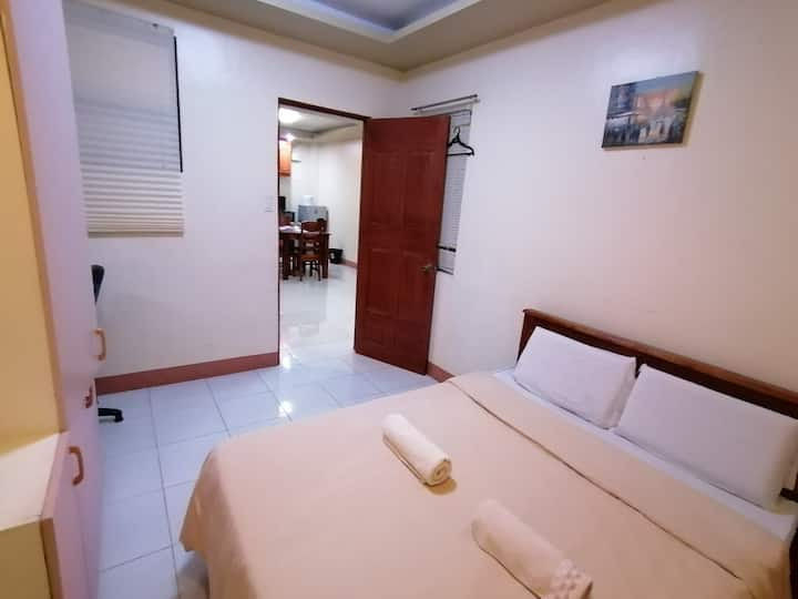 Studio unit up to 3, kitchen and dining area, WIFI