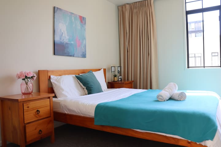 Pleasant Cosy Unit Located in Parnell