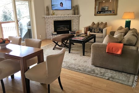 *March Spring Ski!!* Renovated 2/2 Close to Slopes - Snowmass Village