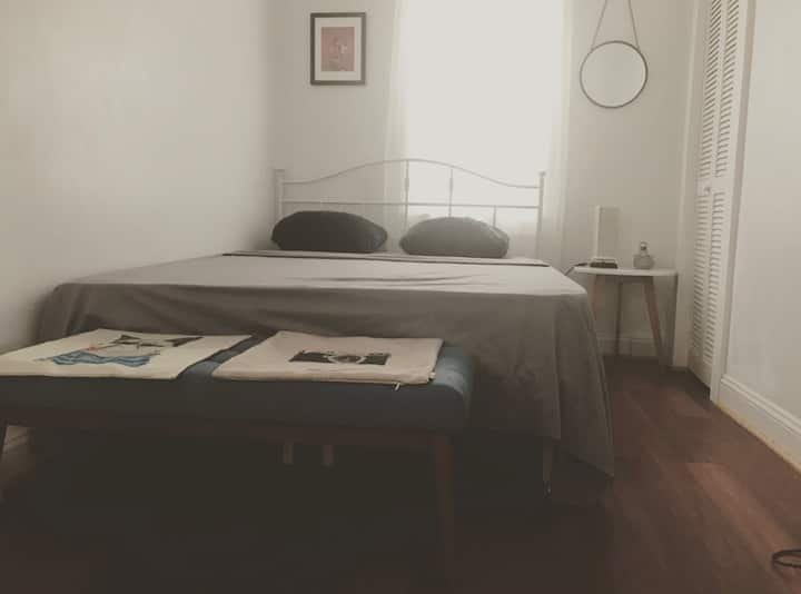 Federal Hill/ West End Charmer :) (C Room)