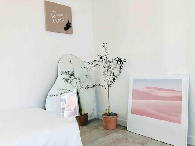 [GarosuGil] New & Modern Loft: 2 mins to Sinsa Stn