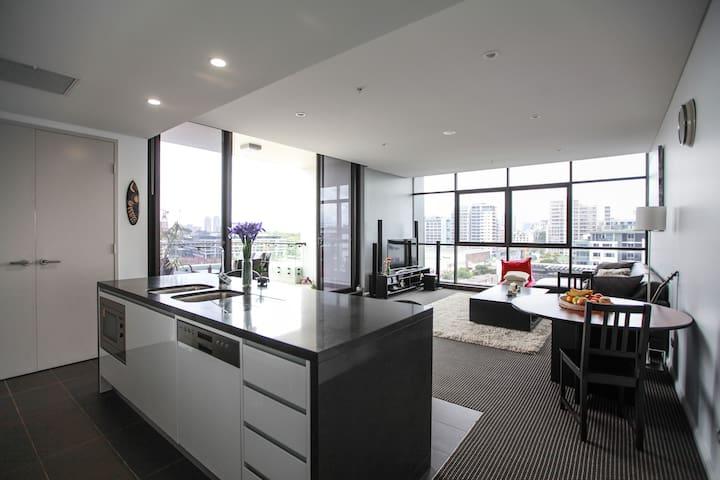 Luxury Apartment in Excellent Location - 滑鐵盧 - 公寓