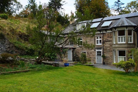 Holiday house in beautiful gardens - Machynlleth - Haus