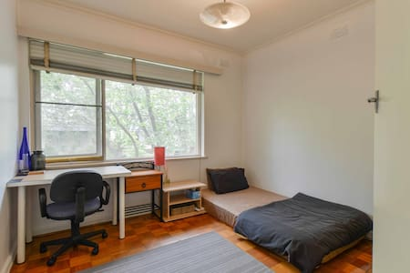 Cute small room for short stays. - Windsor