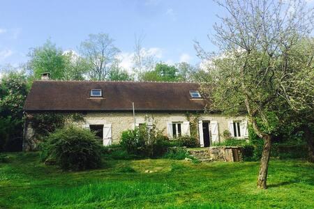 Maison de campagne au milieu des bois - Boësses - 단독주택