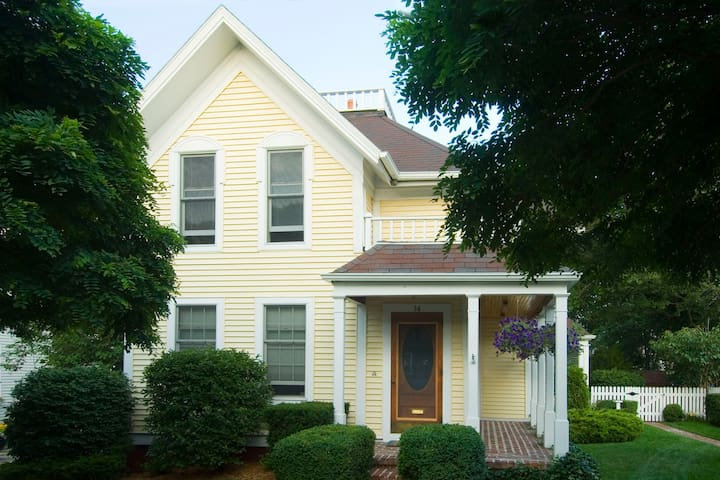 Charming Victorian home in downtown Grand Haven. - Grand Haven - Ev