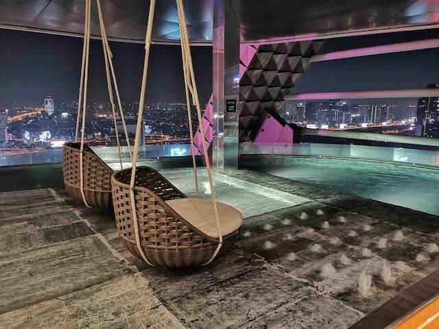 曼谷最中心360度Sky无边无际泳池绝佳地段无敌夜景Central World 四面佛Siam300