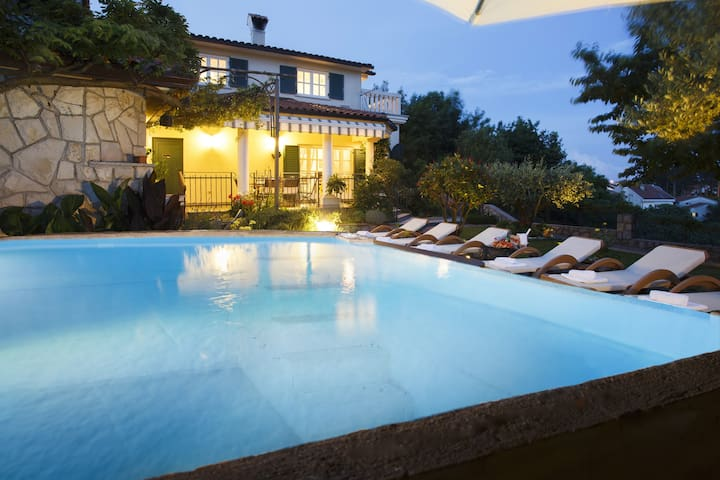 Charming & luxury Villa **** with amazing Seaview! - Rubeši - วิลล่า