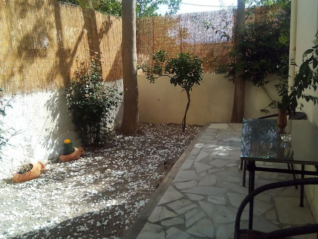 Fully furnished relaxing apartment with garden 2