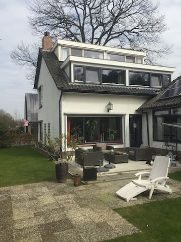 cozy attic room near city center - Apeldoorn - House